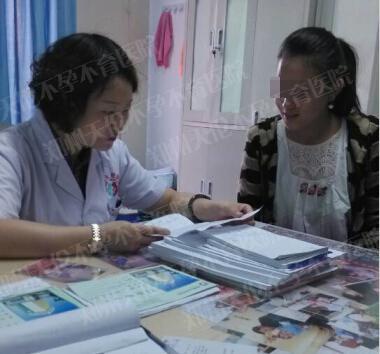 图为郑州天伦不孕不育医院妇科六诊室乔彩霞和王静主任